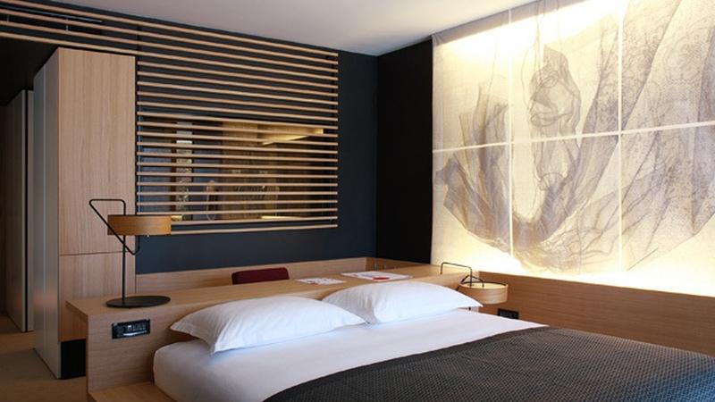 hotel_lone